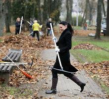 Kauno valdininkai baigdami darbą valandą praleido parku paverstose senosiose kapinėse