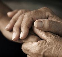 Gyventi pavargusi 91 metų senolė iš Mažeikių griebėsi peilio
