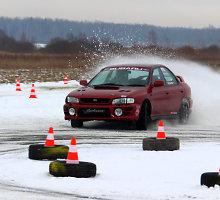 Šiaulių rajono aerodrome – linksmybės su keturių varomųjų ratų automobiliais