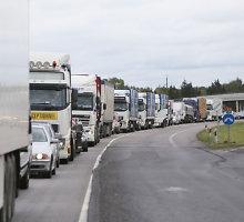 """Vilkaviškio rajone po """"Scania"""" ir """"Mercedes Benz"""" susidūrimo buvo paralyžiuotas eismas"""