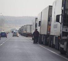 Dėl informacinės sistemos gedimo – iš Baltarusijos į Lietuvą vykstančių vilkikų eilės