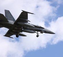 """Kanada siūlė Ukrainai naikintuvų """"F-18"""""""