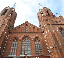 Anykščių Šv. Mato bažnyčios šventoriuje išniekintas kunigo Broniaus Žilinsko kapas