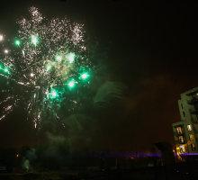 Lietingą Vilniaus dangų antradienio vakarą netikėtai nušvietė įspūdingi fejerverkai