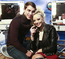 """Mia """"Eurovizijos"""" atrankos užkulisiuose laiką leido sužadėtinio Nerijaus glėbyje"""