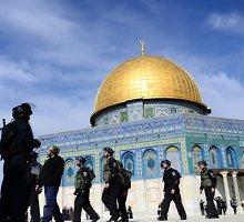 Izraelis po išpuolio prieš rabiną vėl atidarė Al Aksos mečetę