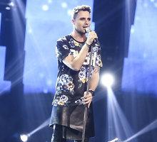 """Odinį sijoną užsisegęs Edgaras Lubys """"Eurovizijos"""" atrankoje atliko Natalijos Bunkės hitą"""