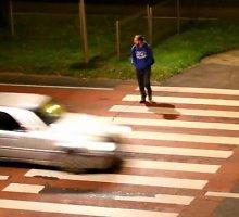 Eksperimentas mirtinoje Narbuto g. perėjoje: kiek automobilių nesustojo