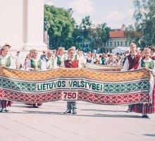 """Dainų šventė """"Čia – mano namai"""" sutelkė tūkstančius lietuvių iš viso pasaulio"""