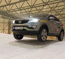 """""""Metų automobilio 2015"""" dalyviai pirmieji laikė žiemos egzaminą"""