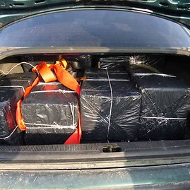 VSAT nuotr./Sulaikytas bėglių automobilis su kontrabanda