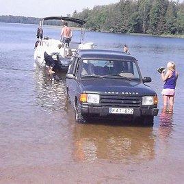 """Telšiškio Vytauto nuotr./Visureigis """"Land Rover"""" Germanto ežere"""