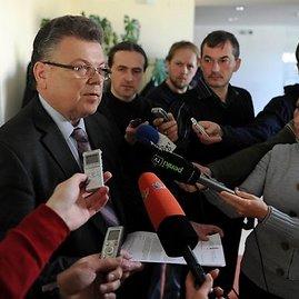 Alfredo Pliadžio nuotr./Artūras Poviliūnas atsakinėja į žurnalistų klausimus apie Donatą Rimšaitę.