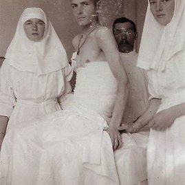 wikimedia.org nuotr./Romanovų dinastijos Rusijos caro Nikolajaus II dukros Olga ir Tatjana