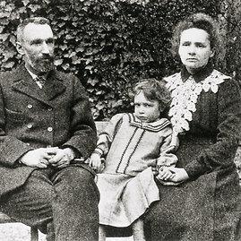 wikimedia.org nuotr./Pjeras ir Marija Kiuri su dukrele Irena