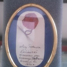 Medalionas su T. Kosciuškos plaukais, kuriuos Ksaveras celtneris 1850 m. padovanojo Karoliui Baikovskiui.