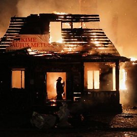 "15min.lt/Eriko Ovčarenko nuotr./Restorano ""Bajorkiemis"" gaisras"
