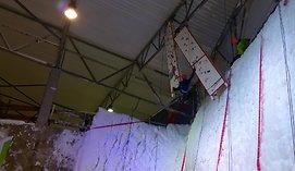 Pirmą kartą Lietuvoje alpinistai varžėsi ant ledinės sienos
