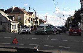 """Dar viena penktadienio avarija Vilniuje: susidūrė VW ir """"Hyundai"""""""