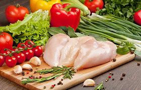 Majonezo marinatą mėsai išstumia žolelės bei uogos. 15 vištienos receptų