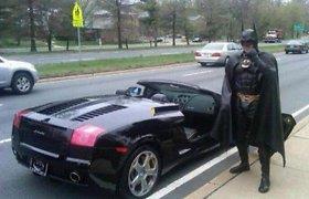 """Autoavarijoje JAV žuvo ekscentriškasis geradaris """"Betmenas"""""""