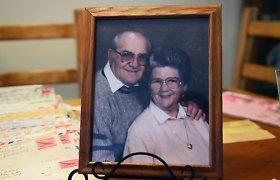 Beveik visą gyvenimą kartu praleidę senukai mirė tą pačią dieną susikibę rankomis