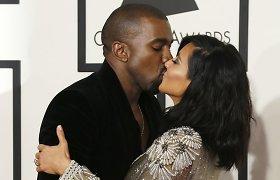 """Ant """"Grammy"""" raudonojo kilimo – Kim Kardashian ir Kanye Westo jausmų proveržis"""