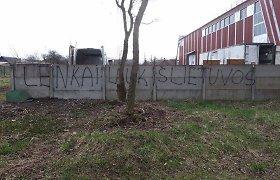 """Šalčininkuose – vandalų provokacija: """"Lenkai lauk iš Lietuvos"""""""