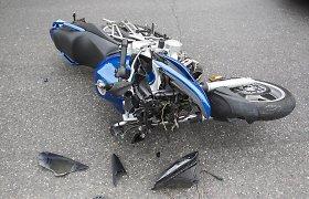 """Veiveriuose 22 metų vaikinas lenkdamas motociklu kaktomuša rėžėsi į pasieniečio """"Audi A6"""""""