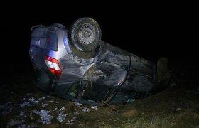 Panevėžio rajone slidus kelias jauną vairuotoją užklupo netikėtai