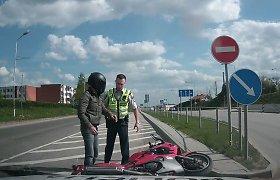 """Pamoka """"Suzuki GSX 600"""" Alytuje vairavusiam šiauliečiui: svetimame mieste nuo policijos nepabėgsi"""