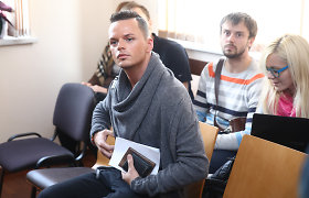 Ruslaną Kirilkiną kiaušiniais apmėčiusio Lauryno Baltrūno baikeriai šįkart į teismą nelydėjo