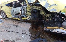 """Vilkaviškio rajone """"Peugeot 406"""" atsitrenkus į medį žuvo du jauni vyrai"""