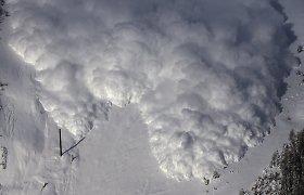 Slidinėtojus iš Čekijos Austrijoje palaidojo didžiulė sniego griūtis
