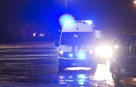 Kėdainiuose girtas BMW vairuotojas rėžėsi į stulpą – ligoninėje atsidūrė keleiviai