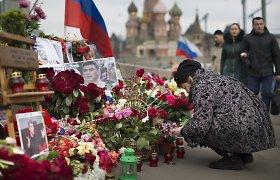Maskvoje – mūšis dėl gėlių ant tilto Boriso Nemcovo nužudymo vietoje