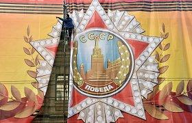 Rusija įkalino tris merginas dėl šokio priešais Antrojo pasaulinio karo memorialą