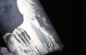 Atsisveikinimas su Galina Dauguvietyte: baltų žvakių jūra ir sustabdytos aktorės gyvenimo akimirkos