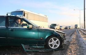 """Vilniuje BMW ir """"Passat"""" vairuotojai neišsiteko kelyje ir sukėlė didelę spūstį"""