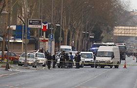Turkijoje – ataka prieš policijos pareigūnus, nušauta užpuolikė, sužeistas jos bendrininkas