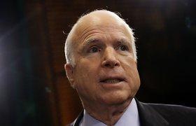 Respublikonų senatorius Johnas McCainas užkirto Rusijai kelią pelnytis iš JAV gynybos biudžeto