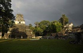 """Gvatemaloje esanti majų šventykla nukentėjo dėl """"apokalipsės turistų"""" antplūdžio"""