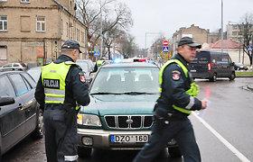"""Ryto avarija Vilniuje: """"Subaru Forester"""" partrenkė vyrą, šis krisdamas apgadino """"Mazda 6"""""""