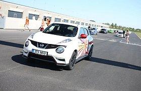 Saugos, pagalbos ir tempo palaikymo automobiliai – be jų nevyksta jokios lenktynės