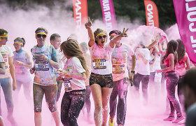 """Spalvinga linksmų pakvaišėlių minia šėlo """"The Color Run"""" bėgime Vilniuje"""