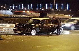 Nespėjęs laiku numinti stabdžių, BMW vairuotojas Kaune apgadino du automobilius