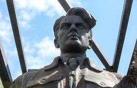 Kova dėl Žaliojo tilto skulptūrų tęsiasi – valstybinė komisija siekia saugoti sovietinį palikimą
