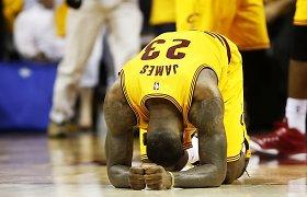 """Vedamoji jėga: LeBrono Jameso trigubas dublis priartino """"Cavaliers"""" prie NBA finalo"""