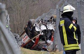 """Per lenktynes Vokietijoje į orą pakilęs """"Nissan"""" tėškėsi į žiūrovus, vienas žmogus žuvo"""