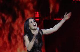 """Scenoje su lagaminu pasirodžiusi Aistė Pilvelytė juokavo – jį jau susikrovė """"Eurovizijai"""""""